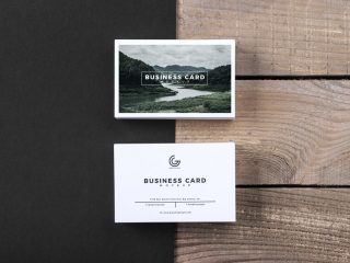 Free Modern Business Card Mockup PSD With Wooden Texture Background